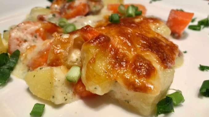 Cabanossi Möhren Kartoffel Auflauf mit Kräuter Soße