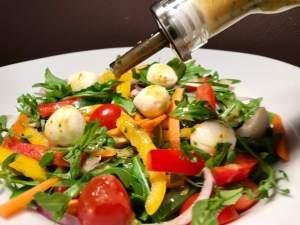 Rucola Salat mit Balsamico Senf Dressing