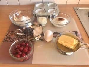 Sauerkirsch Muffins mit Schokoladen Raspeln Zutaten
