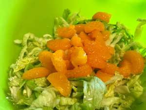 Eisbergsalat mit Mandarinen Zubereitung