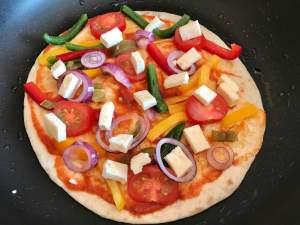 Vegetarische Tortilla Pfannen Pizza mit Feta Zubereitung