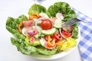 Bunter Beilagen Salat mit einfachen Dressing