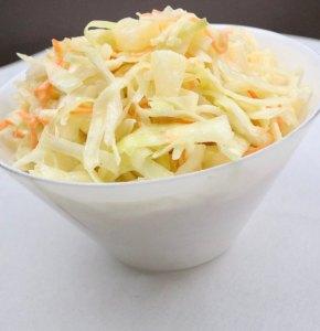 Amerikanischer Krautsalat - Coleslaw mit Ananas Serviervorschlag