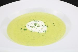 Serviervorschlag Zucchini Gorgonzola Suppe