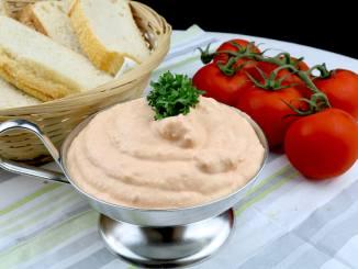 Tomaten Feta Frischkäse Dip Serviervorschlag