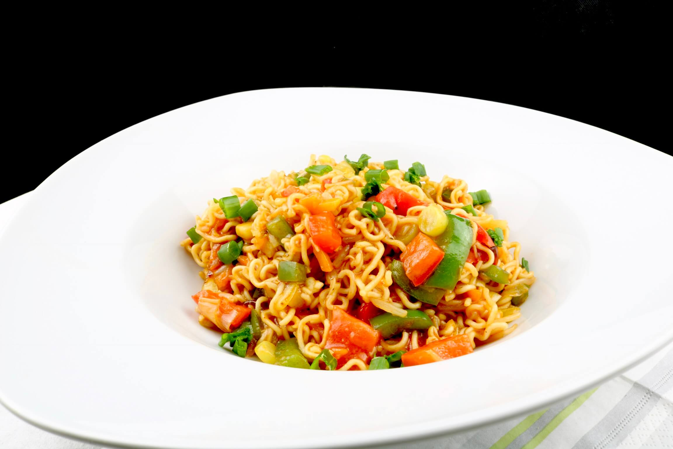 Wok Gericht Gebratene Mie Nudeln mit Teriyaki Gemüse