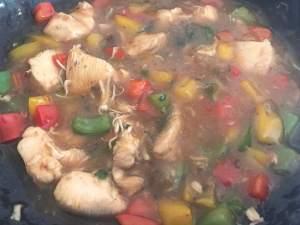 Zubereitung Teriyaki Hähnchen mit Paprika auf Reis