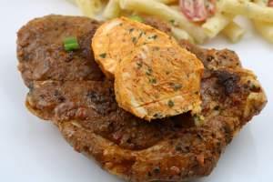 Rauchige BBQ Knoblauch Kräuterbutter Serviervorschlag