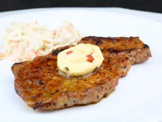Zitronen Chili Knoblauch Grillbutter für Steaks