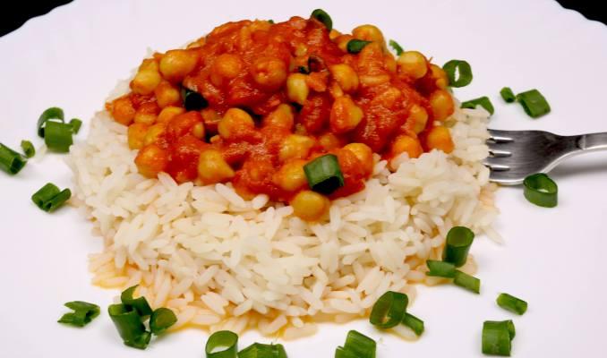 Einfach und Lecker Curry Kichererbsen auf Reis
