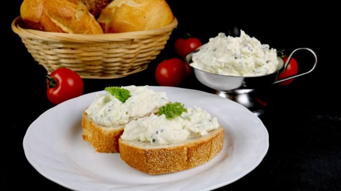 Grill Beilage Oliven Feta Frischkäse Dip