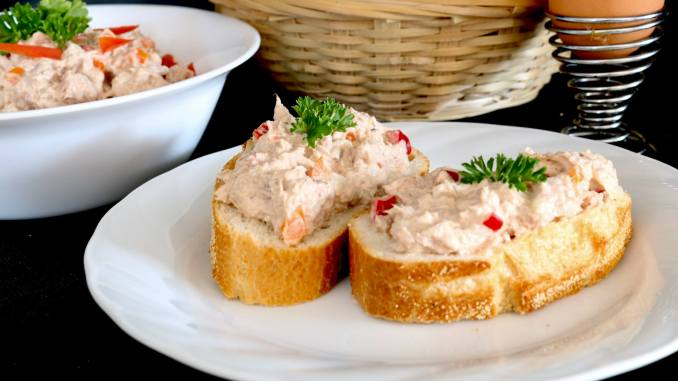 Thunfisch Salat mit Paprika Snack