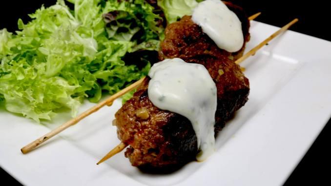 Serviervorschlag Gefüllte Bifteki Spieße