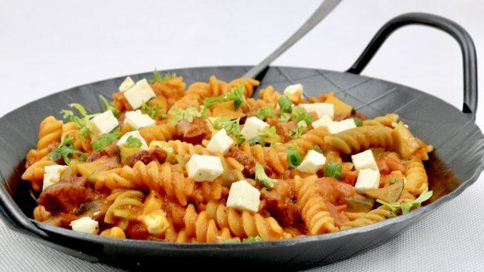 Serviervorschlag Herzhafte Sucuk Zucchini Nudel Pfanne