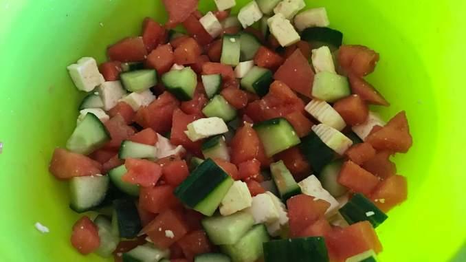 Zubereitung Sommerlicher Melonen Salat mit Honig Dressing