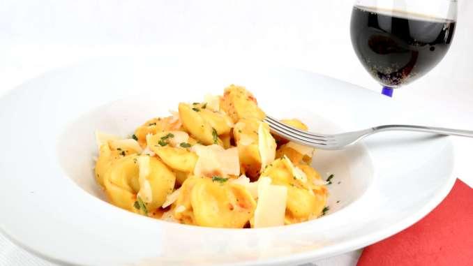 One Pot Tortellini in einer Pesto Calabrese Sahne Soße Zubereitung