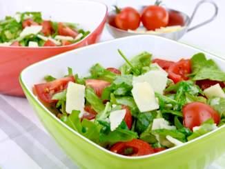 Rucola Parmesan Salat mit einem Balsamico Honig Dressing ein perfekter Grill Beilagen Salat