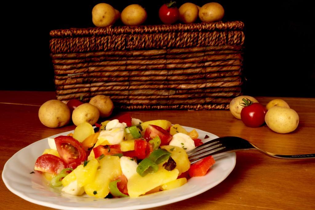 Einfach und Lecker Mediterraner Bunter Kartoffelsalat