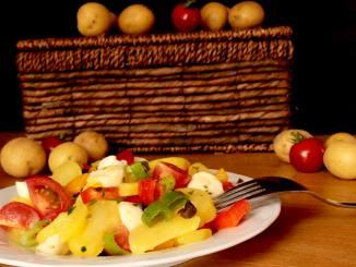 Mediterraner Bunter Kartoffelsalat