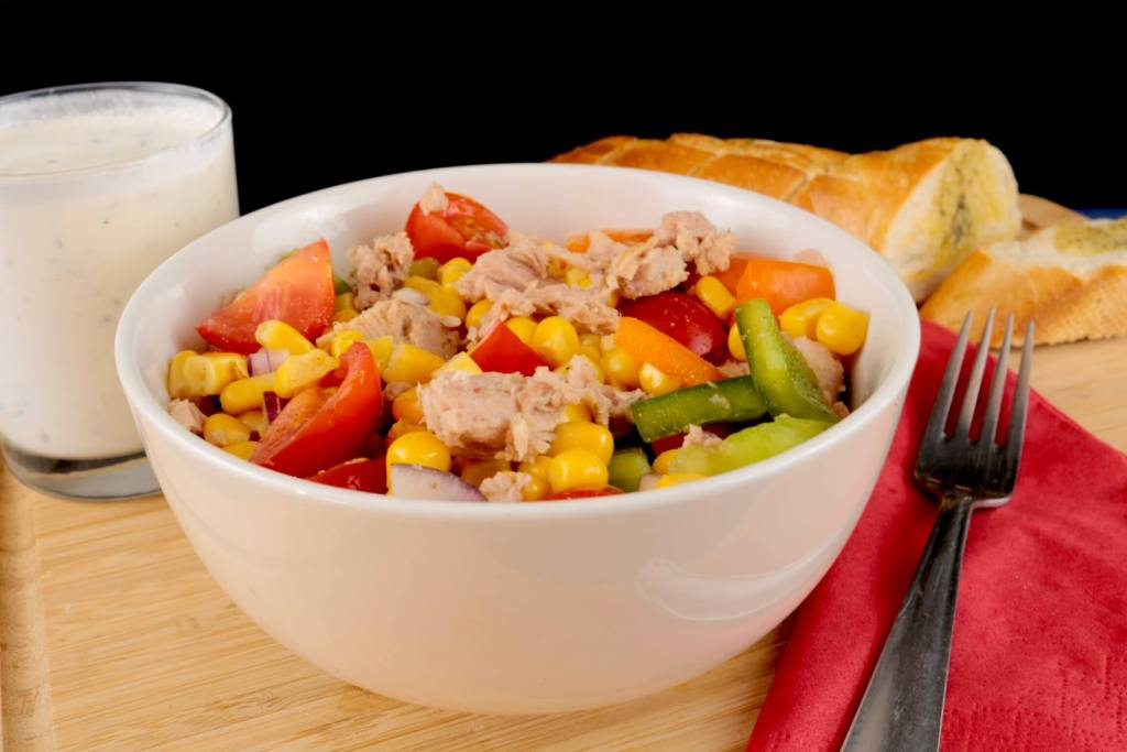 Serviervorschlag Thunfisch Salat mit Joghurt Dressing