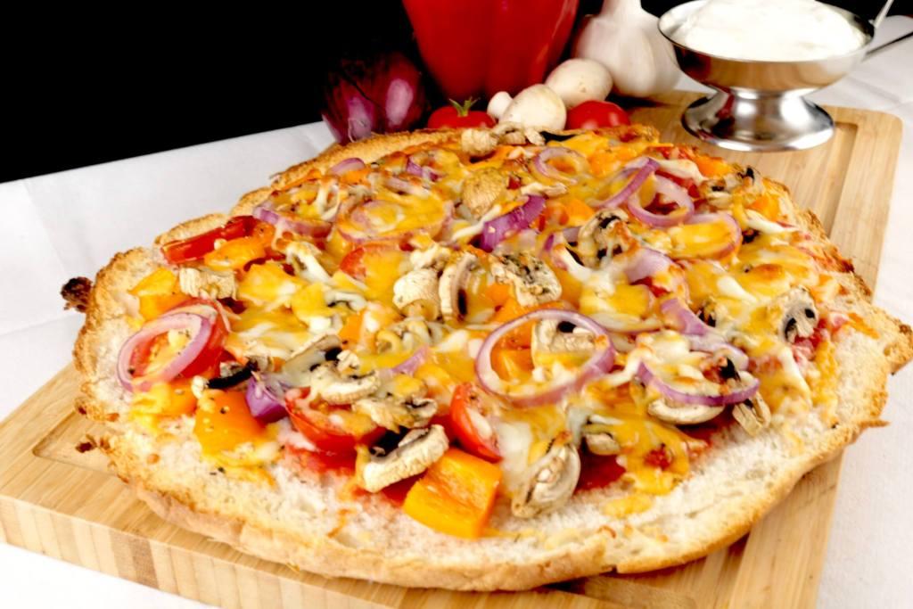 Vegetarische Fladenbrot Pizza