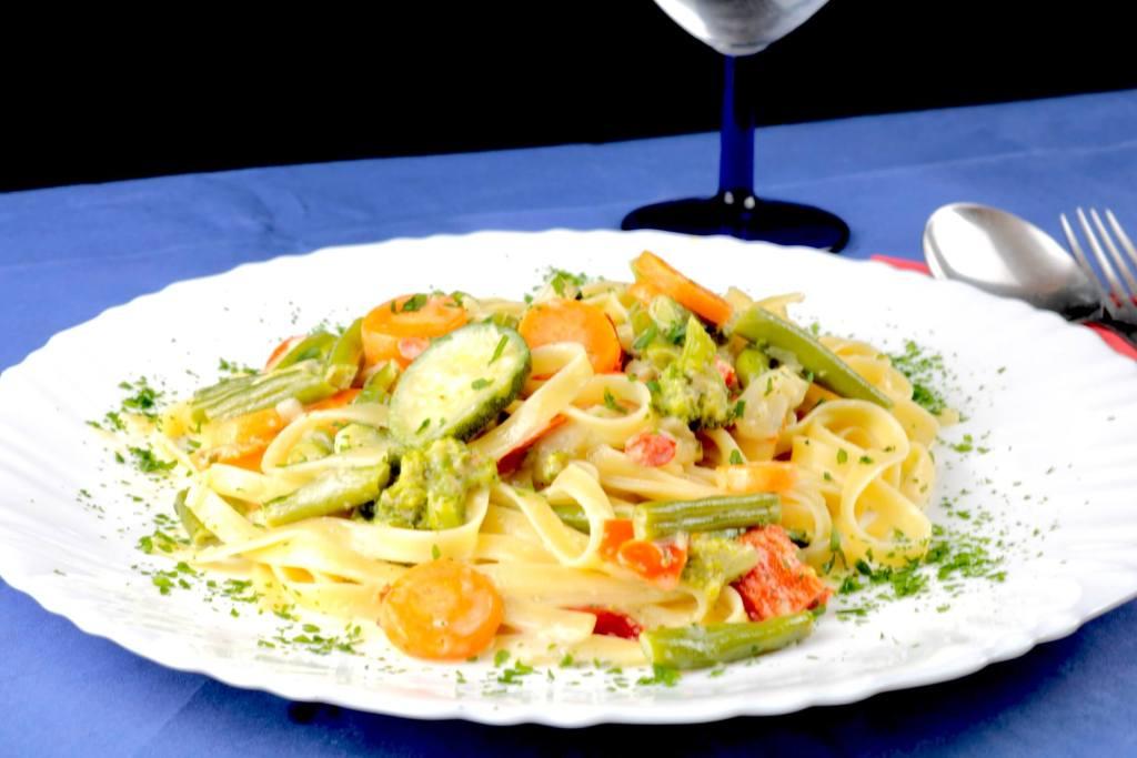 Tagliatelle mit italienischen Gemüse und Gorgonzola Soße