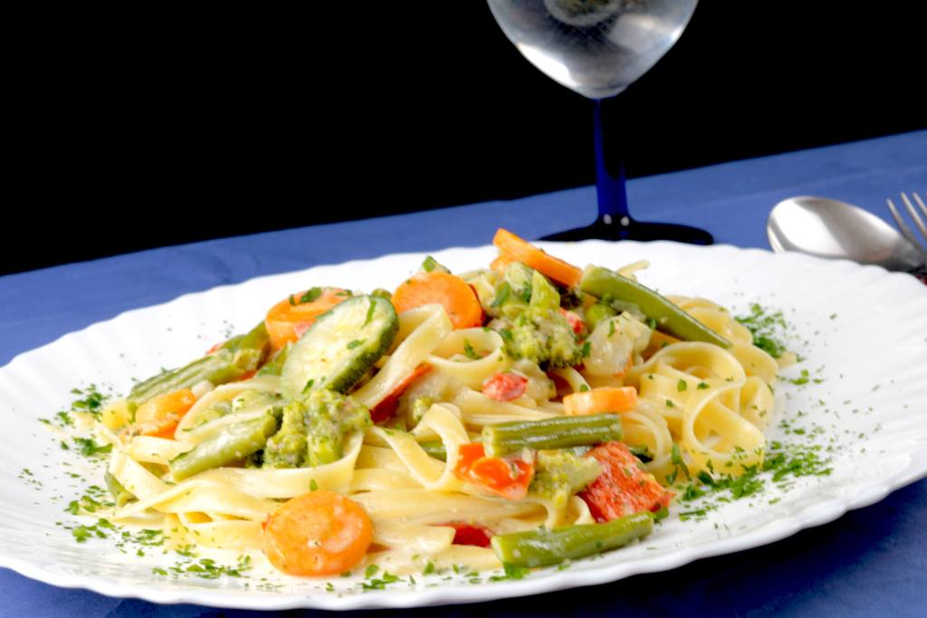 Serviervorschlag Tagliatelle mit italienischen Gemüse und Gorgonzola Soße