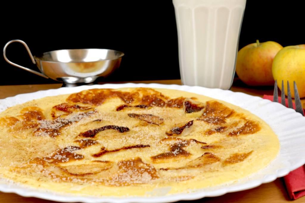 Serviervorschlag Apfel Pfannkuchen mit Zimt und Zucker
