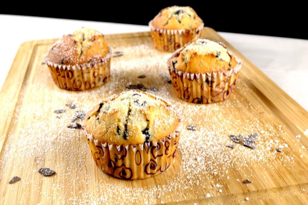 Blaubeeren Muffins mit Schokoladen Raspeln