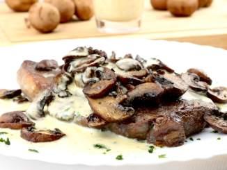 Steak mit Champignons und Kräuter Senf Mayonnaise