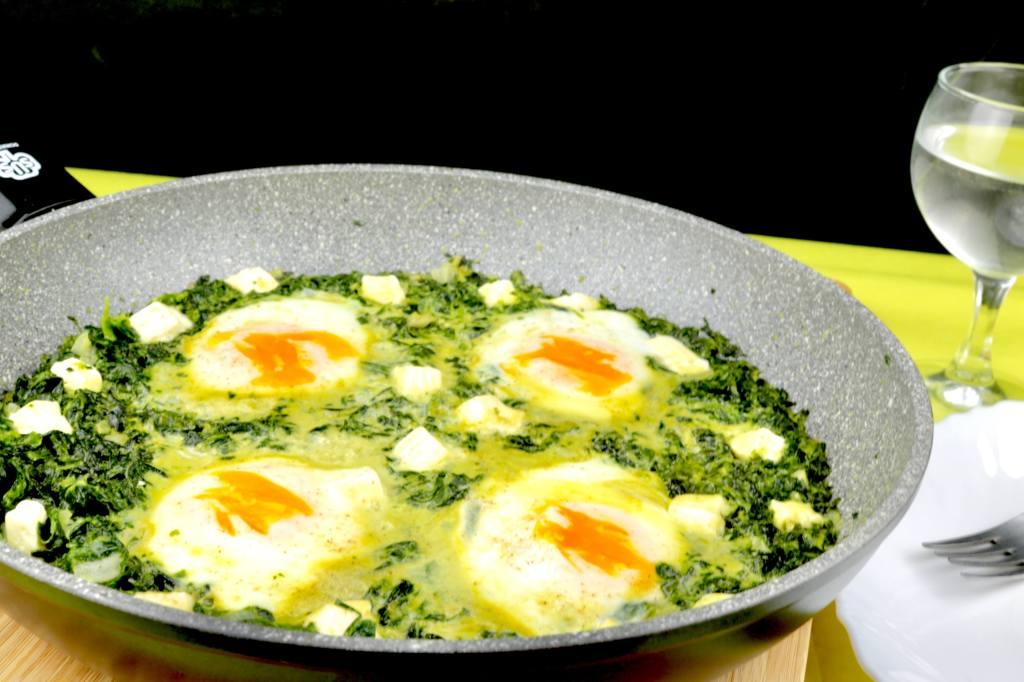 Pfannengericht Blattspinat Frischkäse Pfanne mit Ei