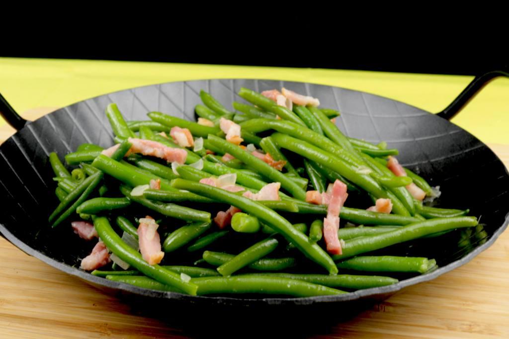 Zubereitung Grüne Bohnen mit Speck und Zwiebeln