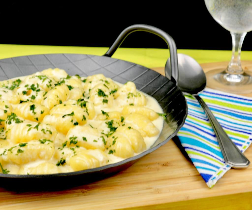 Serviervorschlag Gnocchi in einer Knoblauch Parmesan Sauce