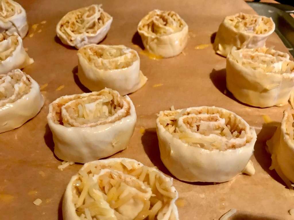 Zubereitung Erdnussbutter Käse Blätterteig Schnecken