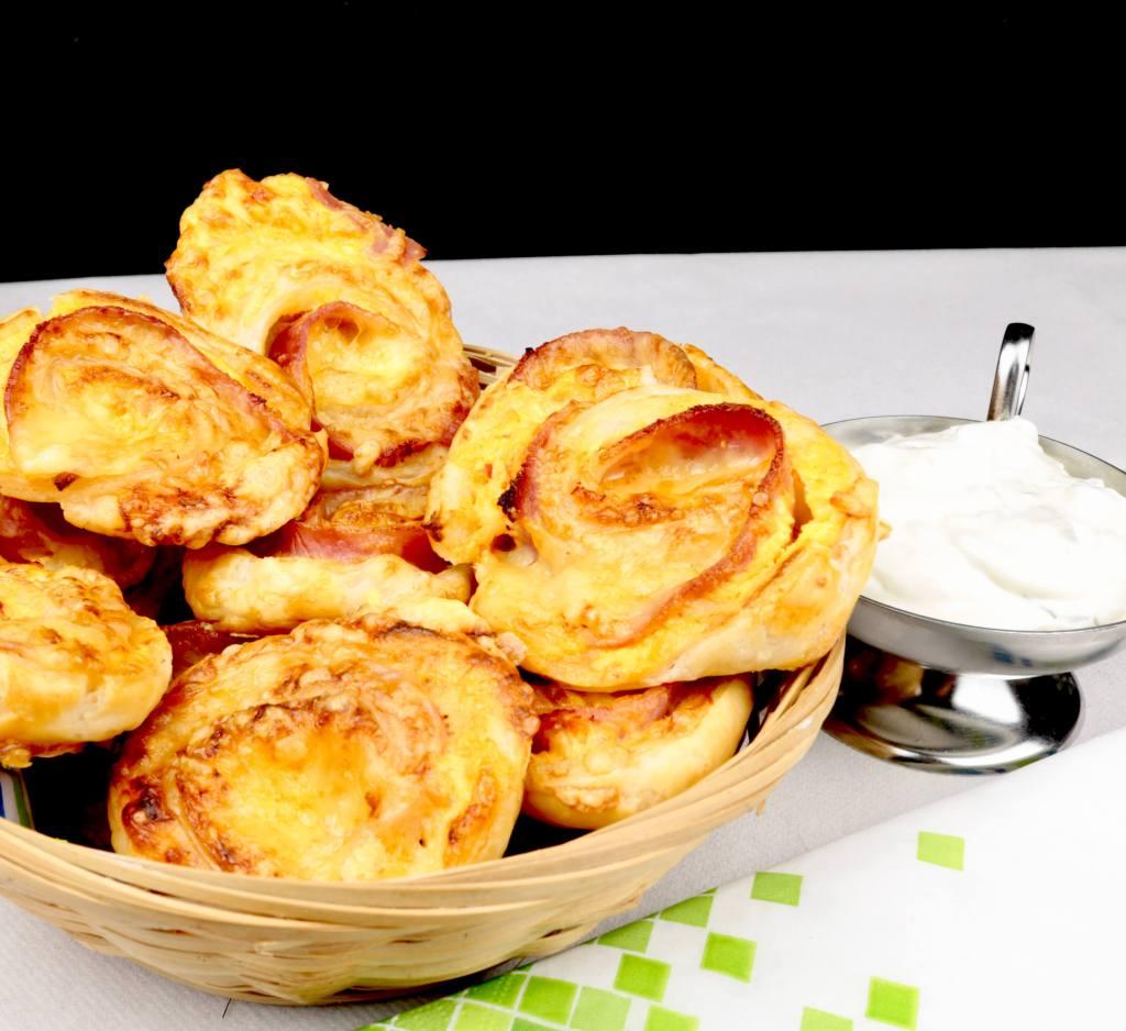 Einfach und Lecker Schinken Käse Blätterteig Schnecken