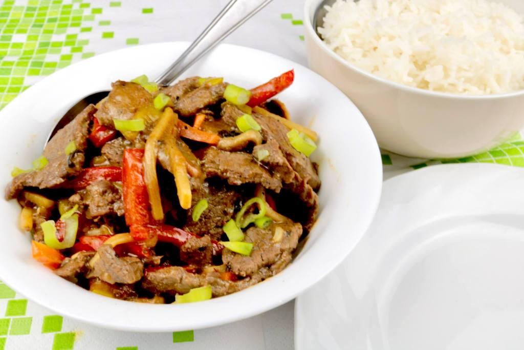 Wok Gericht Rindfleisch nach Szechuan Art