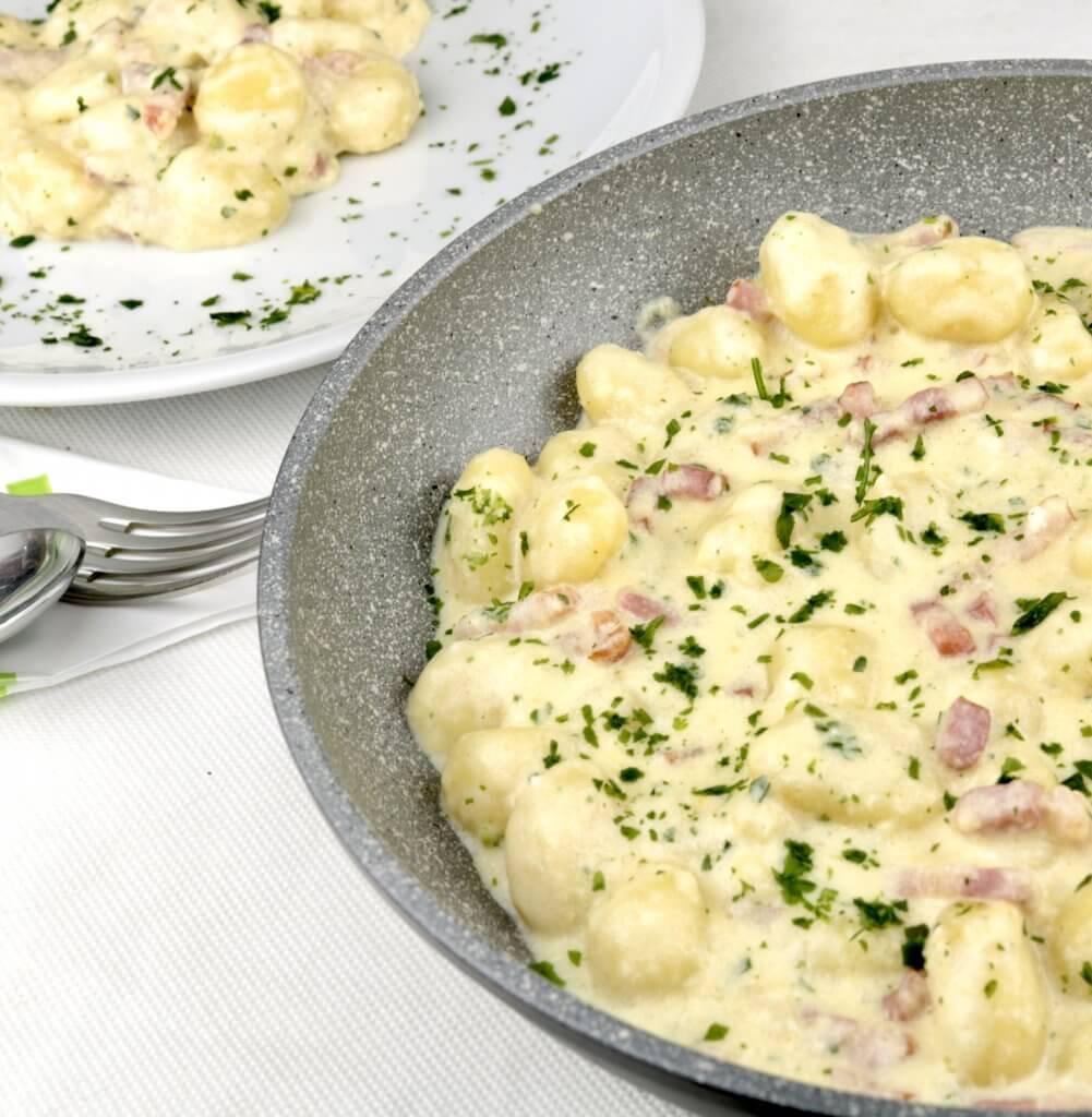 Serviervorschlag Bacon Parmesan Gnocchi Pfanne