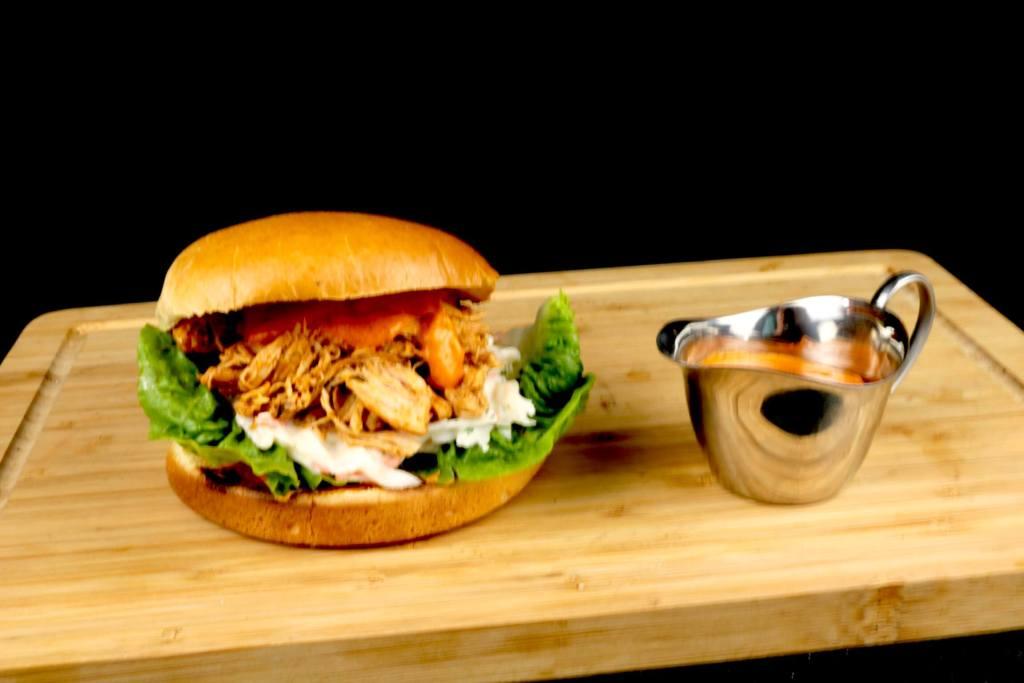 Einfach und Lecker Metaxa Pulled Chicken Burger