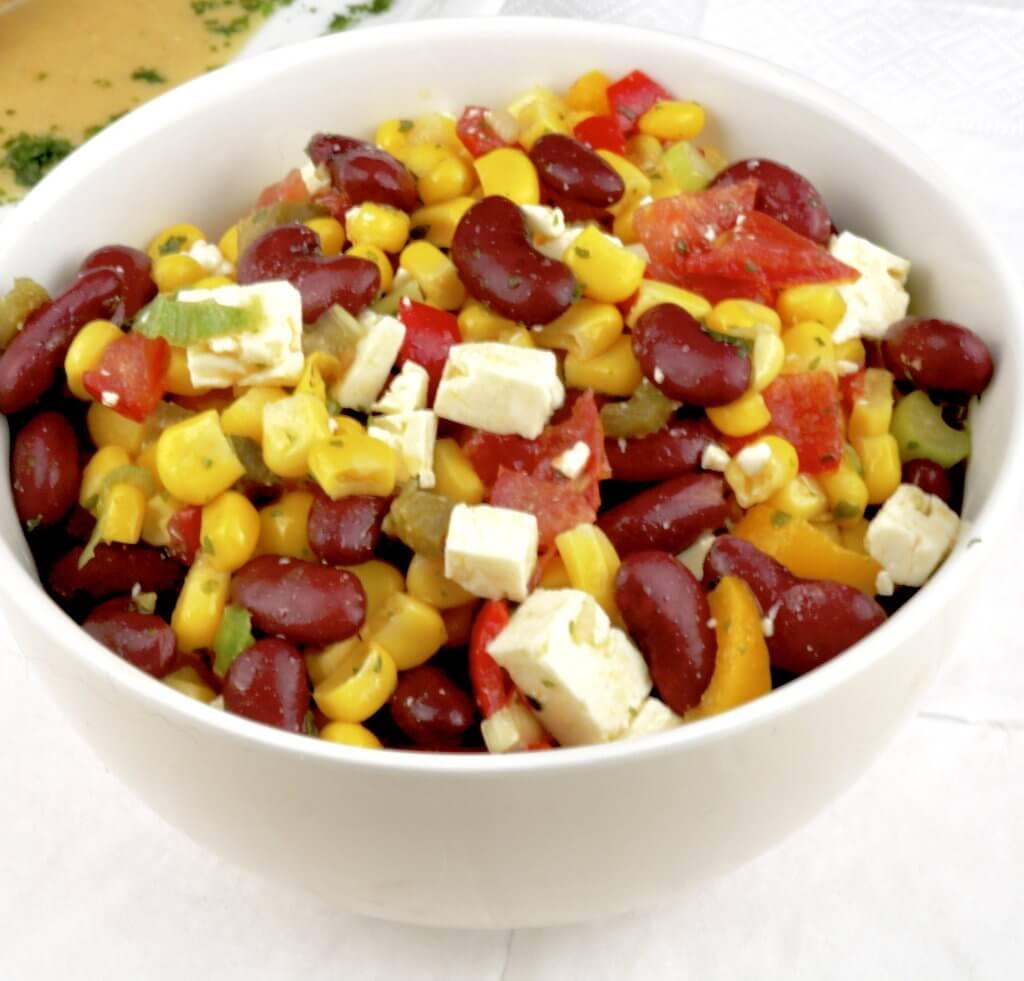 Zubereitung Bohnen-Mais-Salat mit Feta Käse