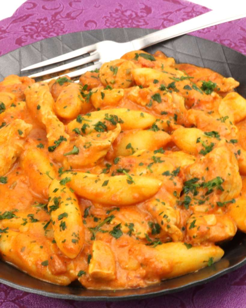 Serviervorschlag Schupfnudeln in einer Hähnchen Tomaten Frischkäse Sauce