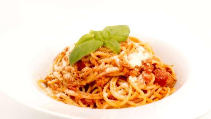 Spaghetti in einer Tomaten Thunfisch Sauce