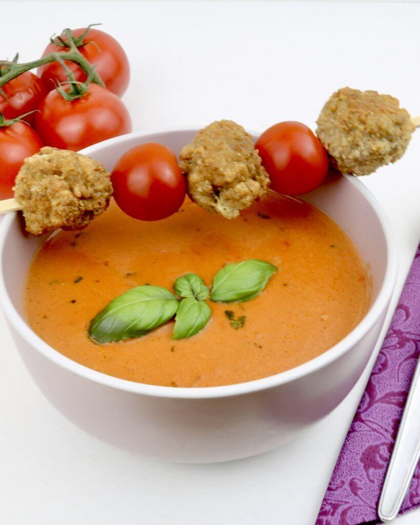 Serviervorschlag Tomaten Ziegenkäse Suppe