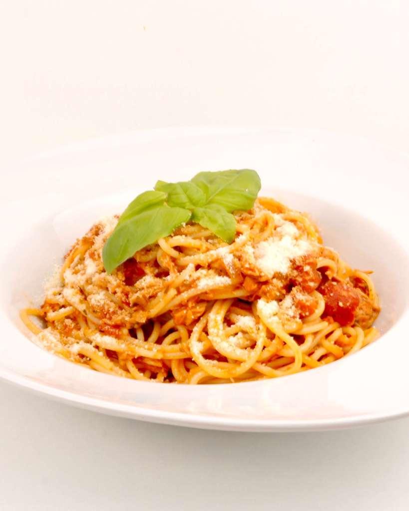 Serviervorschlag Spaghetti in einer Tomaten Thunfisch Sauce