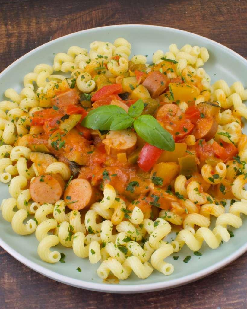 Zubereitung Paprika Zucchini Würstchen Pfanne