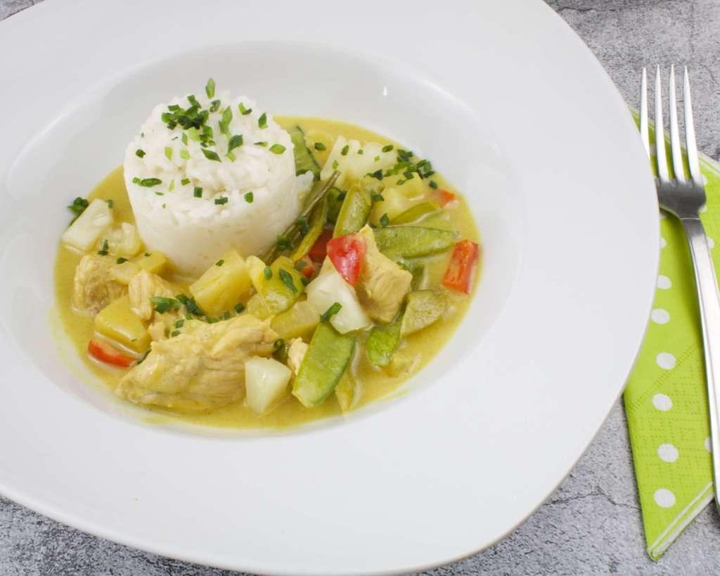 Scharfes Curry Gericht mit Putenflaisch