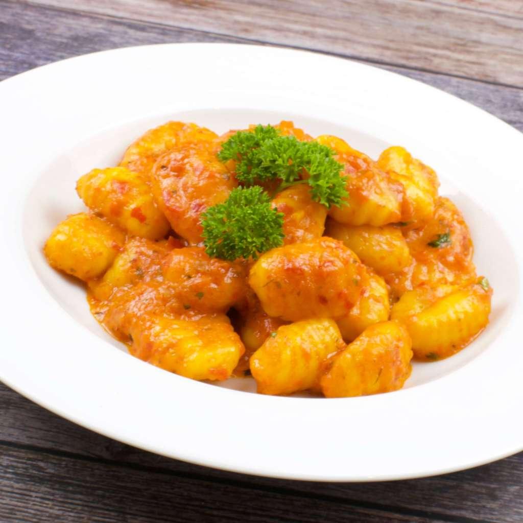 Zubereitung Gnocchi mit einer Ajvar Parmesan Sauce