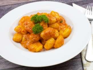 Gnocchi mit einer Ajvar Parmesan Sauce