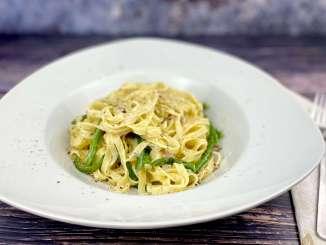Tagliatelle mit grünen Bohnen - Gorgonzola Sauce und Speck