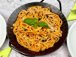 Spaghetti in einer Ajvar Parmesan Schmandsauce