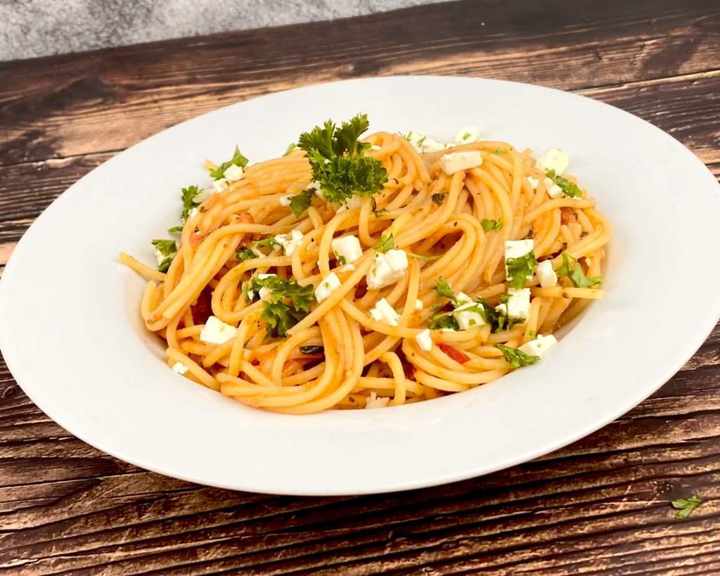 Spaghetti mit einer Tomaten Feta Sauce
